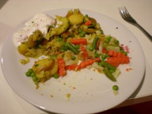 Bratkartoffeln, Mischgemüse, Quark-Dip
