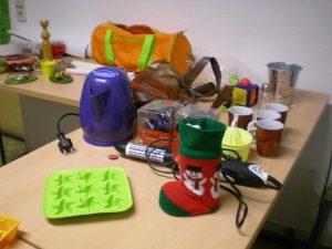 Wasserkocher, Eiswürfelform, Weihnachtsdeko, Lockenstab, Tassen, Tasche, Salzstreuer