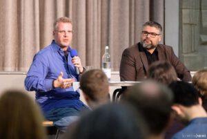 Nils Köbel und Patrick Breitenbach diskutieren im Soziopod soziologische und philosophische Themen. Der Podcast zur zeitgemäßen Bildung wird am 5.6.2021 live produziert, jede:r kann online mitdiskutieren!